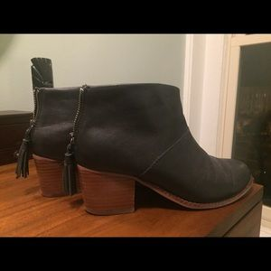 Toms Leila Bootie - sizes 7